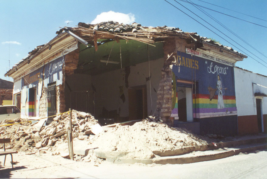 Damage in the city of Cojutepeque dueto the February 13, 2001 earthquake