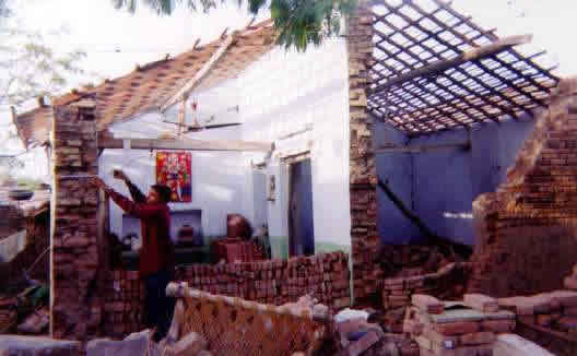 Key Load-bearing Elements: Typical Village House in Gujarat (source: IIT Powai 2001)