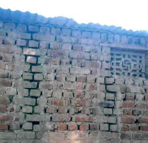Critical Structural Details: Elevation of Brick Masonry Wall in Mud Mortar (Source: Svetlana Brzev)