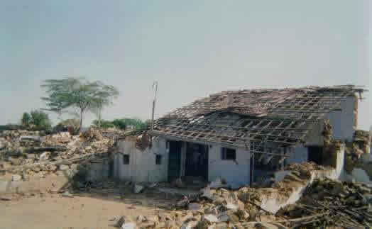 Failure of a Residential Building, Chobri Village near Bhachau, 2001 Bhuj Earthquake (Source: IIT Powai 2001)