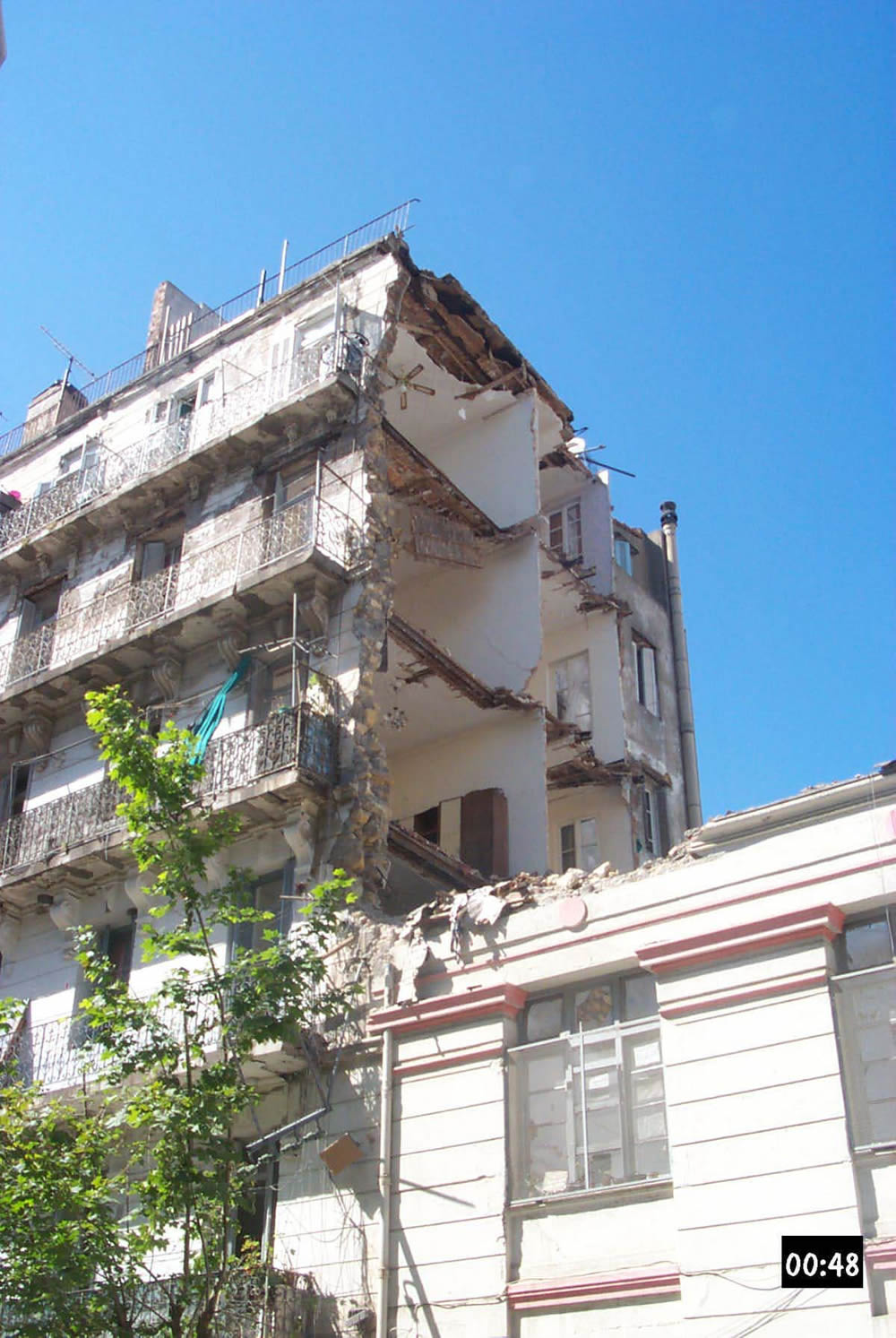 Delightful Damage To A Stone Masonry Building InAlgiers In The May 21, 2003 Earthquake