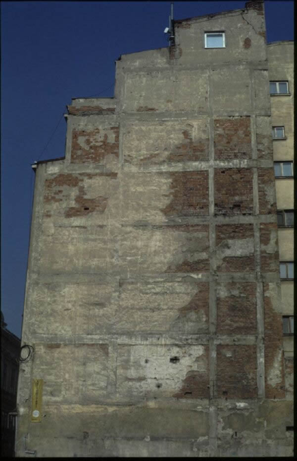 Side wall of a typical building (fromBostenaru(2004))