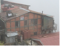 A Dhajji building in Simla, India without bracing elements.