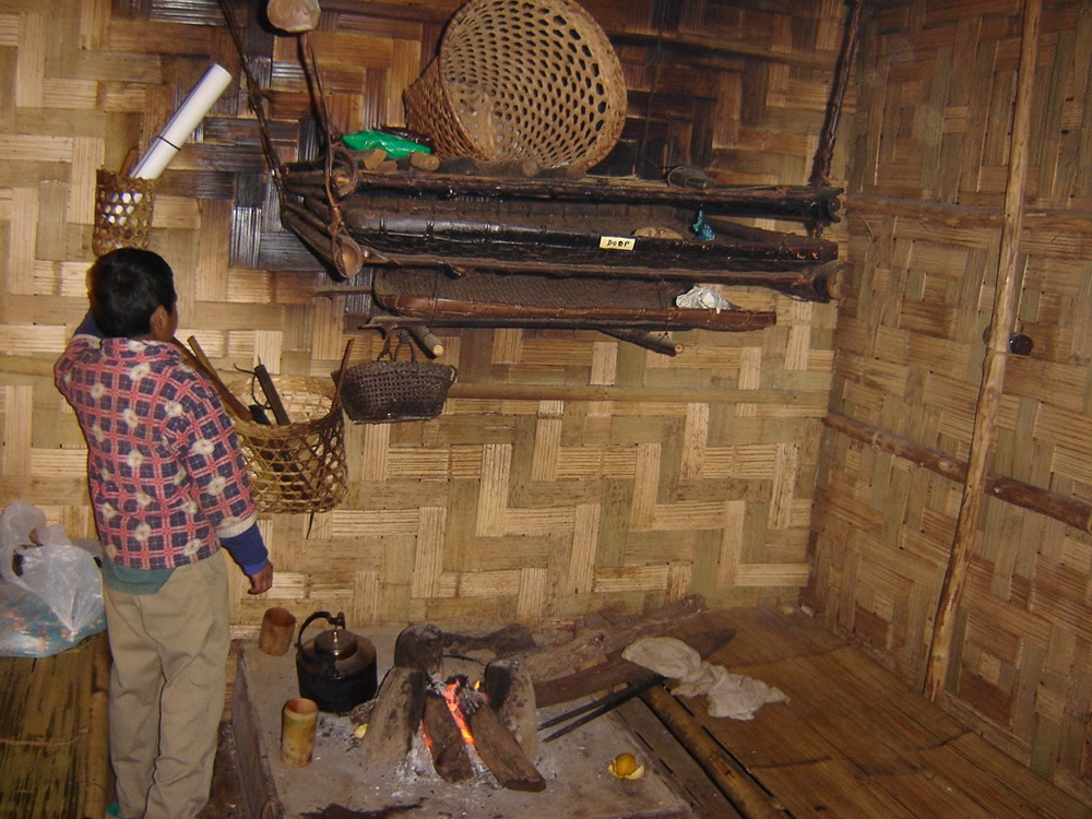 Loft above the hearth - is used to dry the firewood and to store utensils etc.