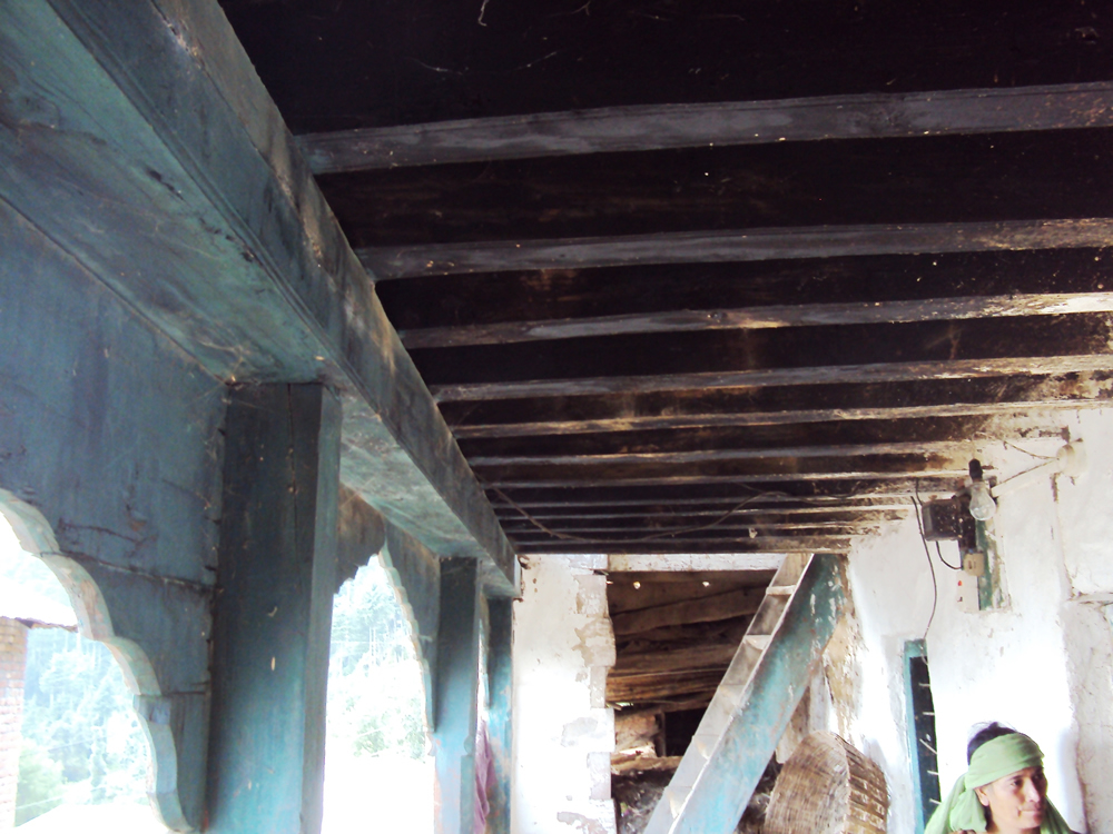 Main beam supported over the posts (Khambe) in the 