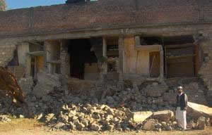 Out of plane flexural failure of load bearing wall  constructed with block masonry in Kashmir Earthquake of 2005 [4].
