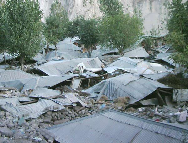Collapse of unreinforced concrete block masonry  houses in Kamsar near Muzaffarabad [5].